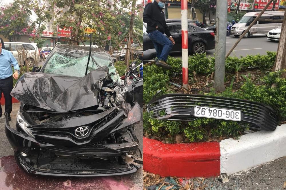 Biển số của chiếc Toyota Camry văng ra khỏi xe