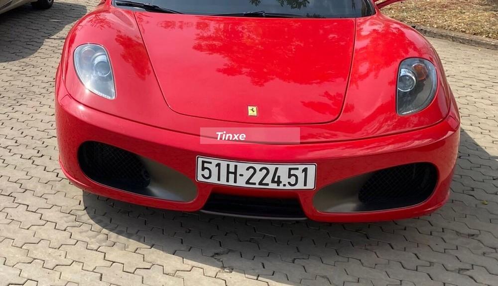 Ferrari F430 Spider sở hữu kiểu hốc gió bo tròn thể thao
