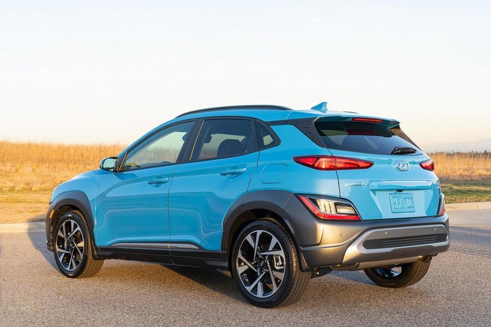 Hyundai Kona 2022 nhìn từ phía sau