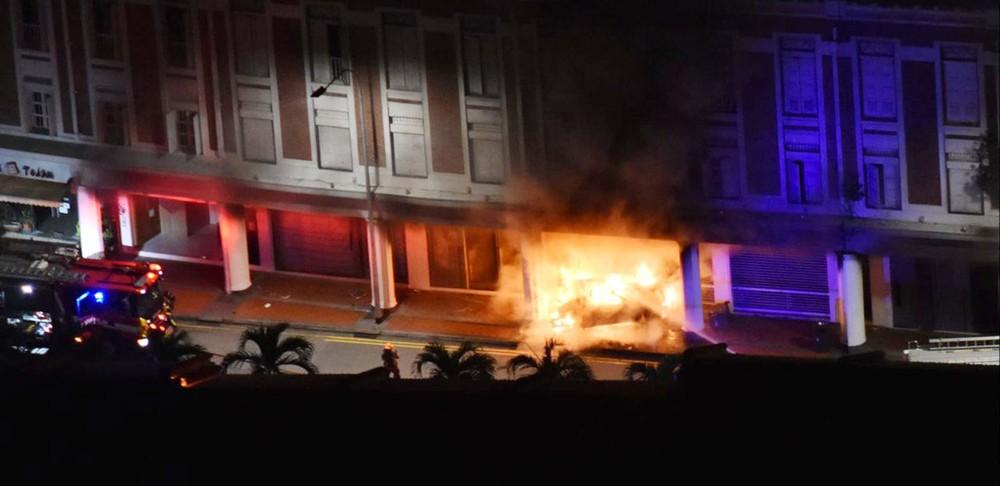 Chiếc BMW M4 bốc cháy dữ dội lúc rạng sáng ngày mùng 2 Tết Âm lịch