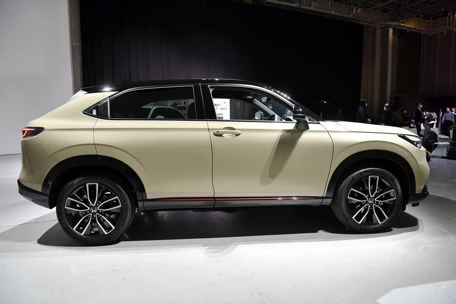 Honda HR-V 2021 nhìn từ bên sườn