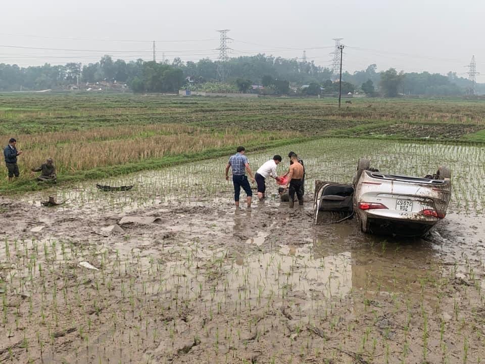 Chiếc ô tô Hyundai Elantra đã bị hư hỏng đáng kể sau vụ tai nạn