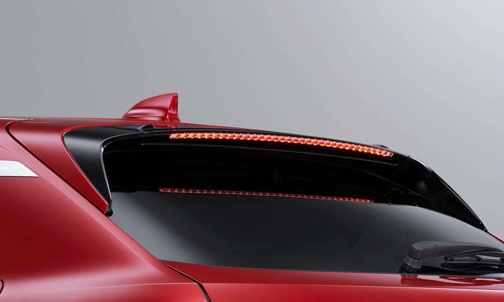 Cánh gió mui của Honda HR-V 2021 khi lắp gói Urban Style