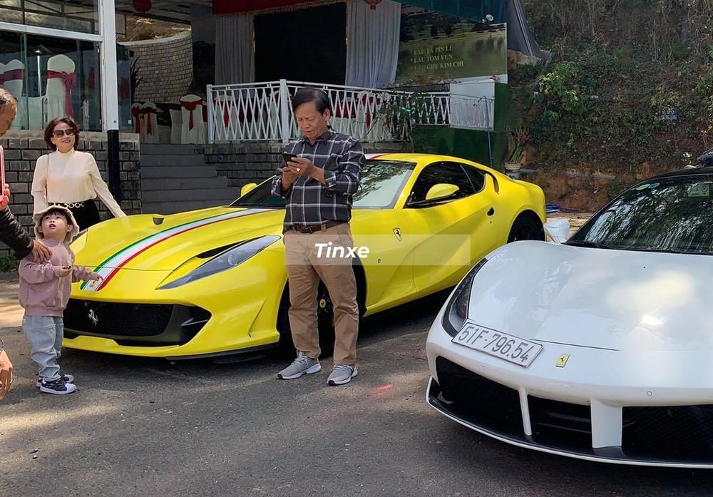 Ferrari 812 Superfast màu đen độc nhất Việt Nam diện áo vàng rực rỡ trong những ngày đầu năm Tân Sửu