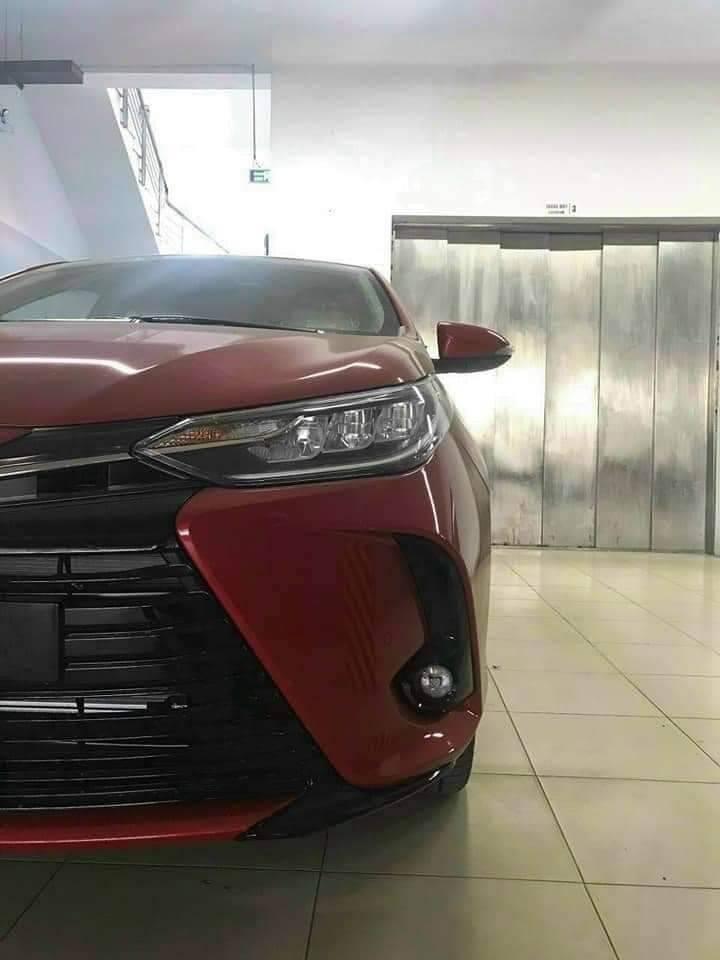 Chiếc Toyota Vios 2021 trong hình ảnh thuộc phiên bản G cao cấp, dưới bản GR-S.