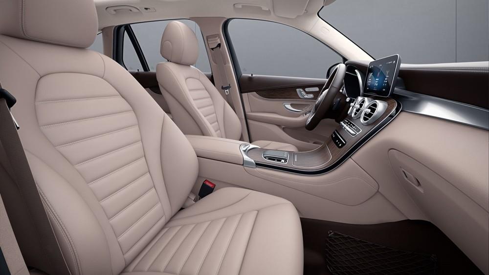 Nội thất sang trọng bên trong mẫu xe Mecedes-Benz-GLC.