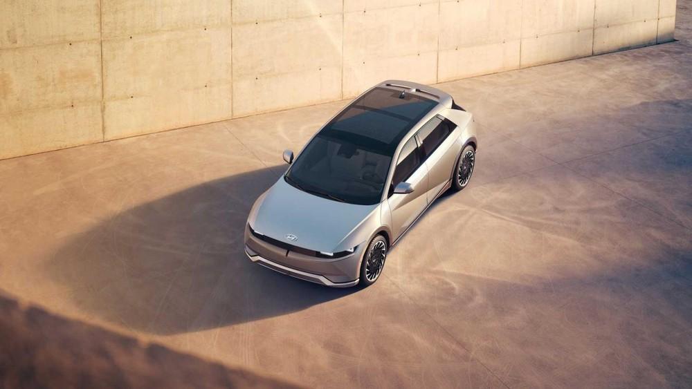 Nóc của Hyundai Ioniq 5 được tích hợp pin năng lượng mặt trời