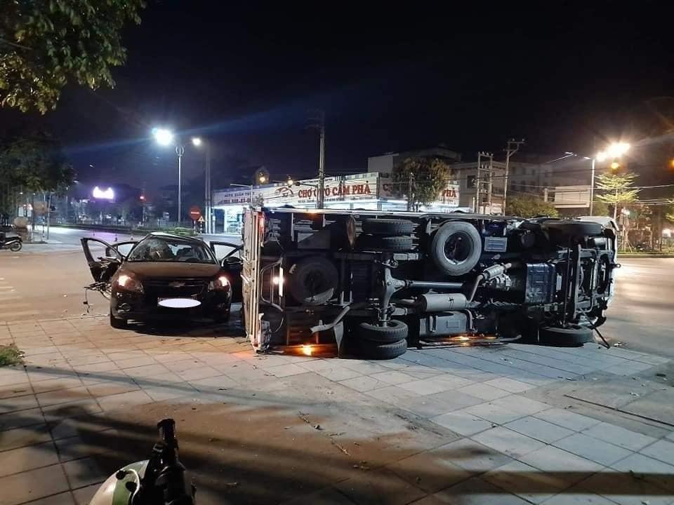 Hiện trường vụ va chạm giao thông giữa xe Chevrolet Cruze với xe tải vào khuya qua ở Quảng Ninh