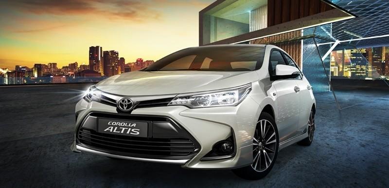 Trong bảng giá xe Toyota mới nhất, mẫu xe Altis 2021 có giá khởi điểm từ 733 triệu Đồng