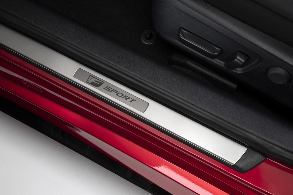 Ốp bậc cửa của Lexus IS 500 F Sport Performance 2022