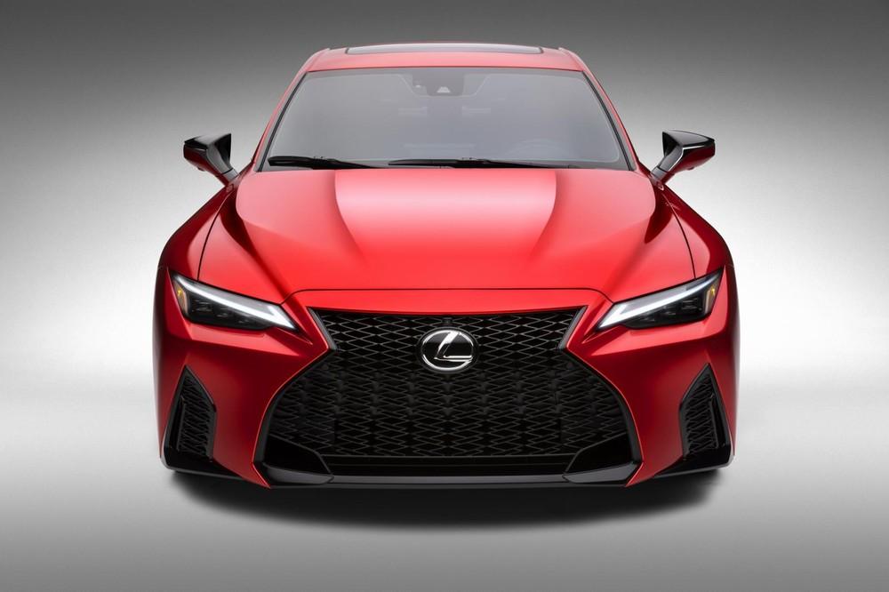 Lexus IS 500 F Sport Performance 2022 nặng hơn bản thường