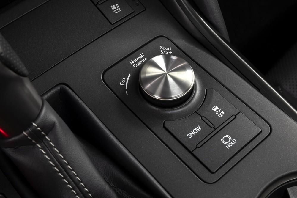 Lexus IS 500 F Sport Performance 2022 có phanh cỡ lớn hơn