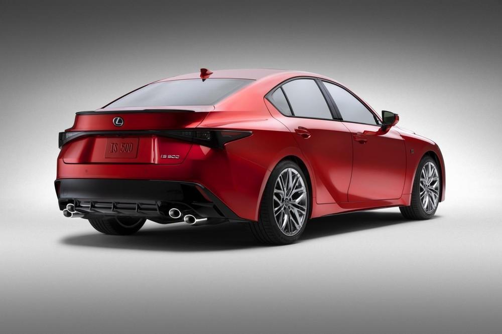 Lexus IS 500 F Sport Performance 2022 có cánh gió đuôi mới