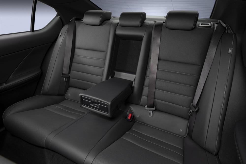 Lexus IS 500 F Sport Performance 2022 chưa được công bố giá