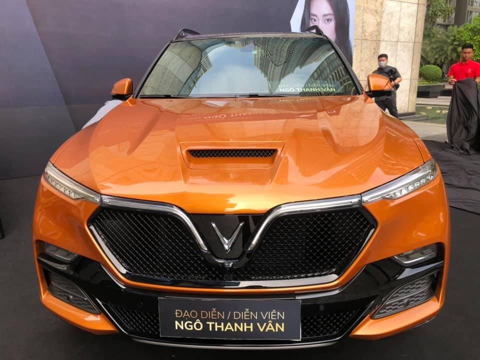 Chiếc VinFast President của Ngô Thanh Vân được sơn màu cam bắt mắt