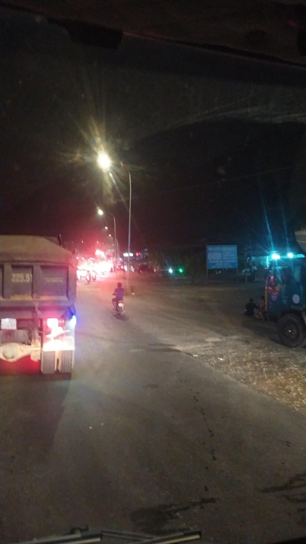 Hàng dài phương tiện xếp hàng chờ được qua đèo Bảo Lộc