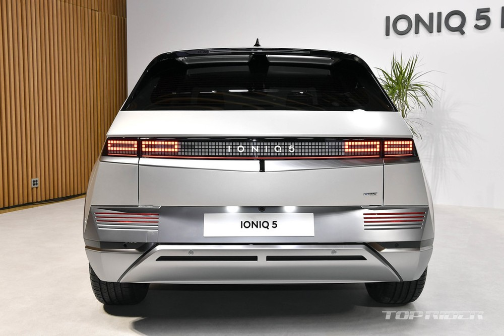 Thiết kế đằng sau của Hyundai Ioniq 5