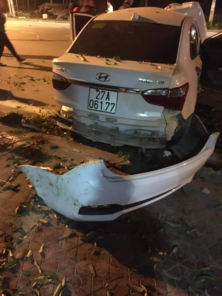 Chiếc ô tô Hyundai Grand i10 tại hiện trường vụ tai nạn