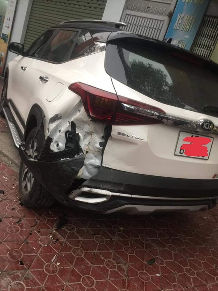 Chiếc ô tô Kia Seltos tại hiện trường