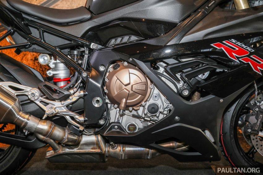 Khối động cơ mạnh mẽ của BMW S1000RR 2021