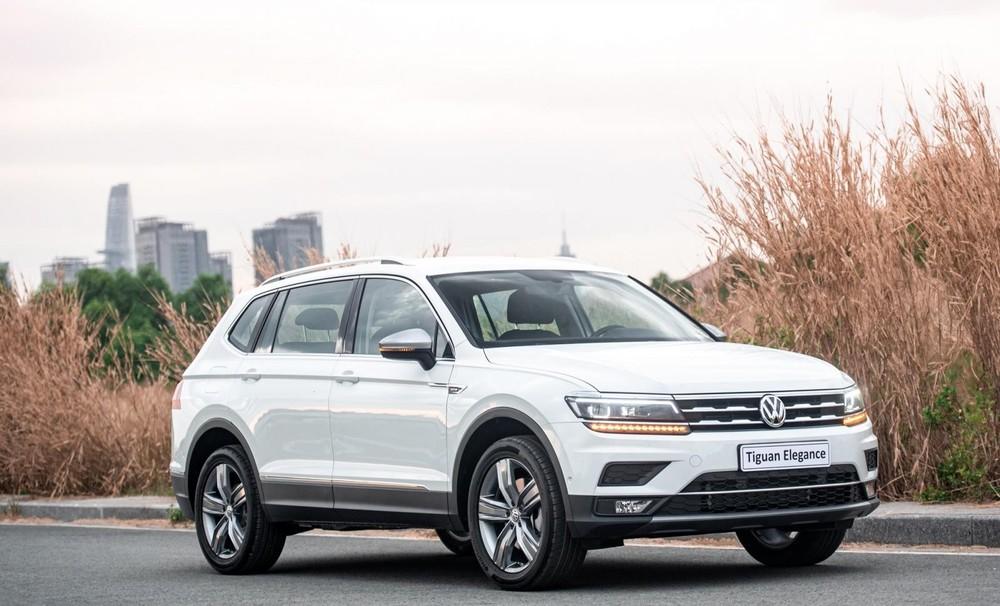 Volkswagen Tiguan Elegance được tặng kèm gói phụ kiện 100 triệu đồng trong tháng 3/2021.