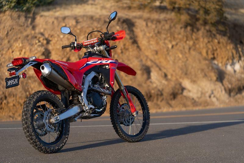 Honda CRF450RL được phát triển từ cào cào chuyên nghiệp Honda CRF450R