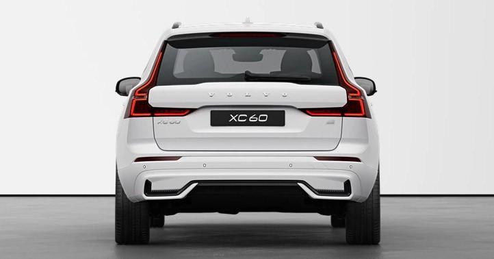 Volvo XC60 2021 bản R-Design có thiết kế cản sau hầm hố hơn
