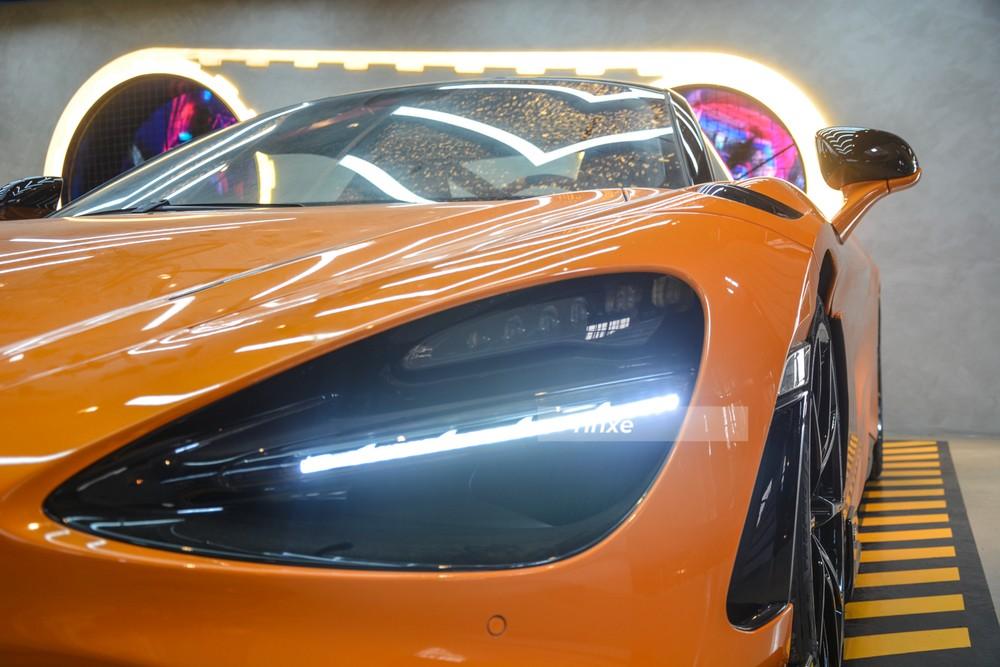 Bộ đèn vẫn giống McLaren 720S