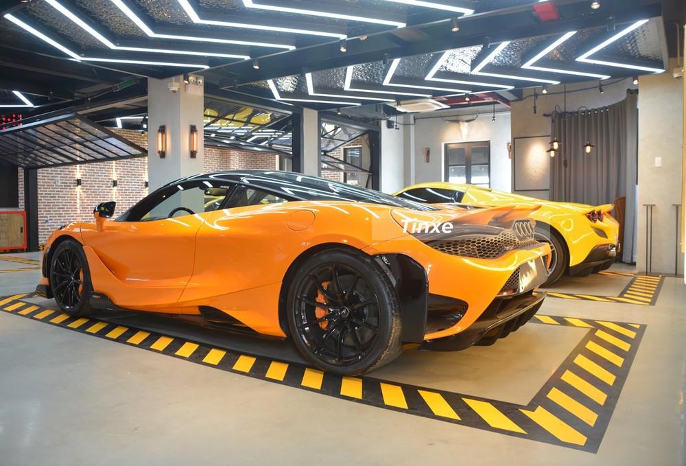 Nhìn từ phía sau dễ nhận ra McLaren 765LT hơn