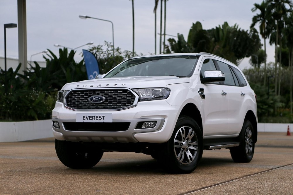 Vừa ra mắt bản mới, Ford Everest đã nhanh chóng được đại lý xả hàng với mức giảm lên tới 100 triệu đồng.