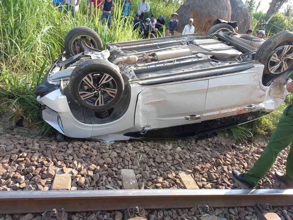 Chiếc ô tô Mitsubishi Xpander bị hư hỏng nặng