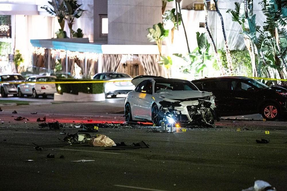 2 chiếc ô tô hư hỏng nặng sau va chạm với Ford GT
