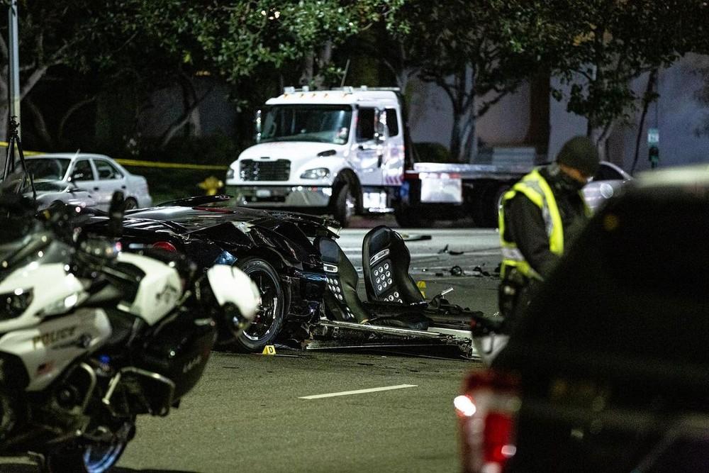 Siêu xe Ford GT đứt làm đôi sau tai nạn
