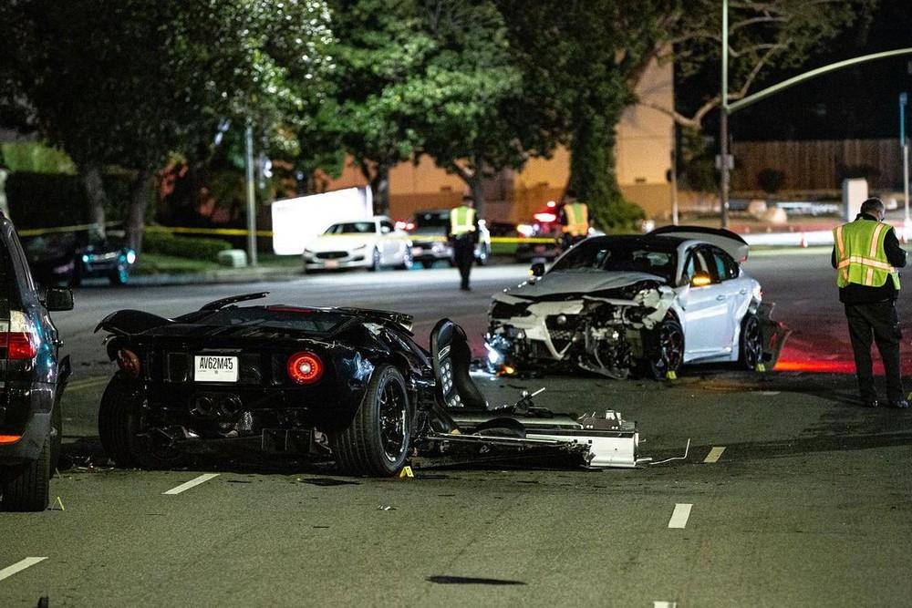 Hình ảnh hiện trường vụ tai nạn của siêu xe Ford GT và chiếc ô tô được cho của hãng Alfa Romeo