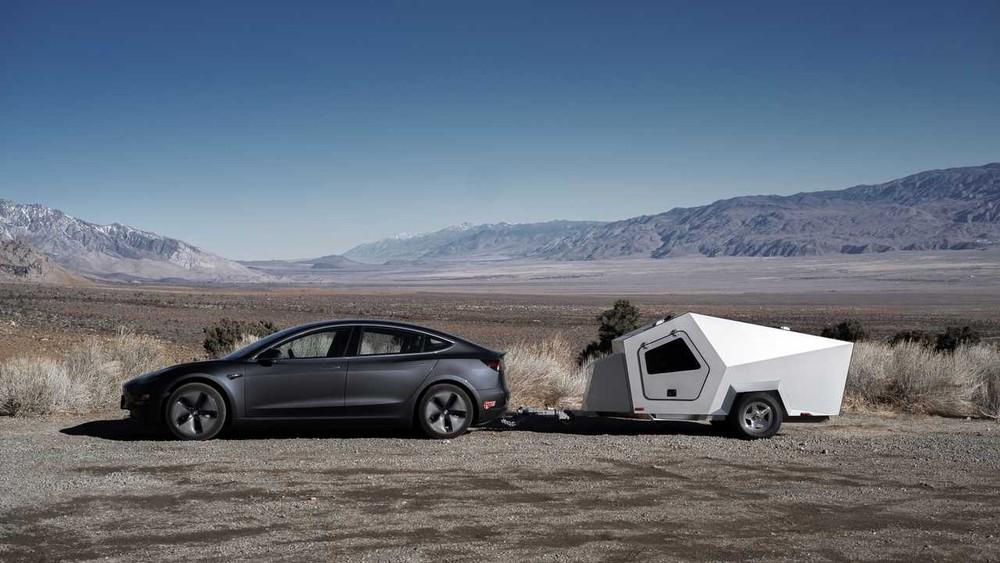 PolydropsP17A là mẫu xe moóc cắm trại được thiết kế đặc biệt phù hợp xe điện