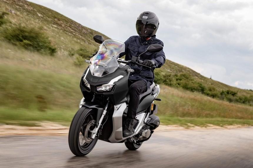 Honda ADV 150 2022 được trang bị thêm phanh đĩa sau