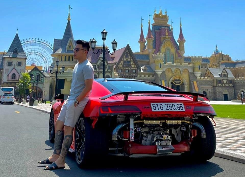 Ngoài siêu xe Audi R8 V10 Plus
