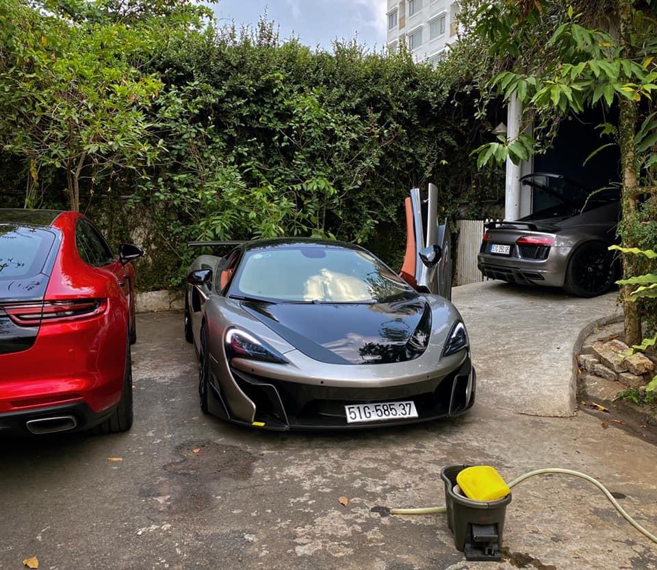 Garage nhà Tống Đông Khuê đang có 2 chiếc siêu xe tầm trung và là đối thủ của nhau chính là McLaren 570S cũng như Audi R8 V10 Plus