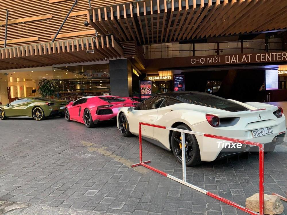 Siêu xe Lamborghini Aventador LP700-4 có gói độ Novitec mới được nữ chủ nhân thay áo màu hồng đậm vẫn sử dụng động cơ V12, dung tích 6,5 lít, sản sinh công suất tối đa 700 mã lực và mô-men xoắn cực đại 690 Nm. Trái tim này kết hợp cùng hộp số tự động 7 cấp ISR và hệ dẫn động 4 bánh, nhờ đó, siêu xe Lamborghini Aventador LP700-4 chỉ mất khoảng thời gian 2,9 giây để tăng tốc lên 100 km/h từ vị trí xuất phát trước khi đạt vận tốc tối đa 349 km/h.