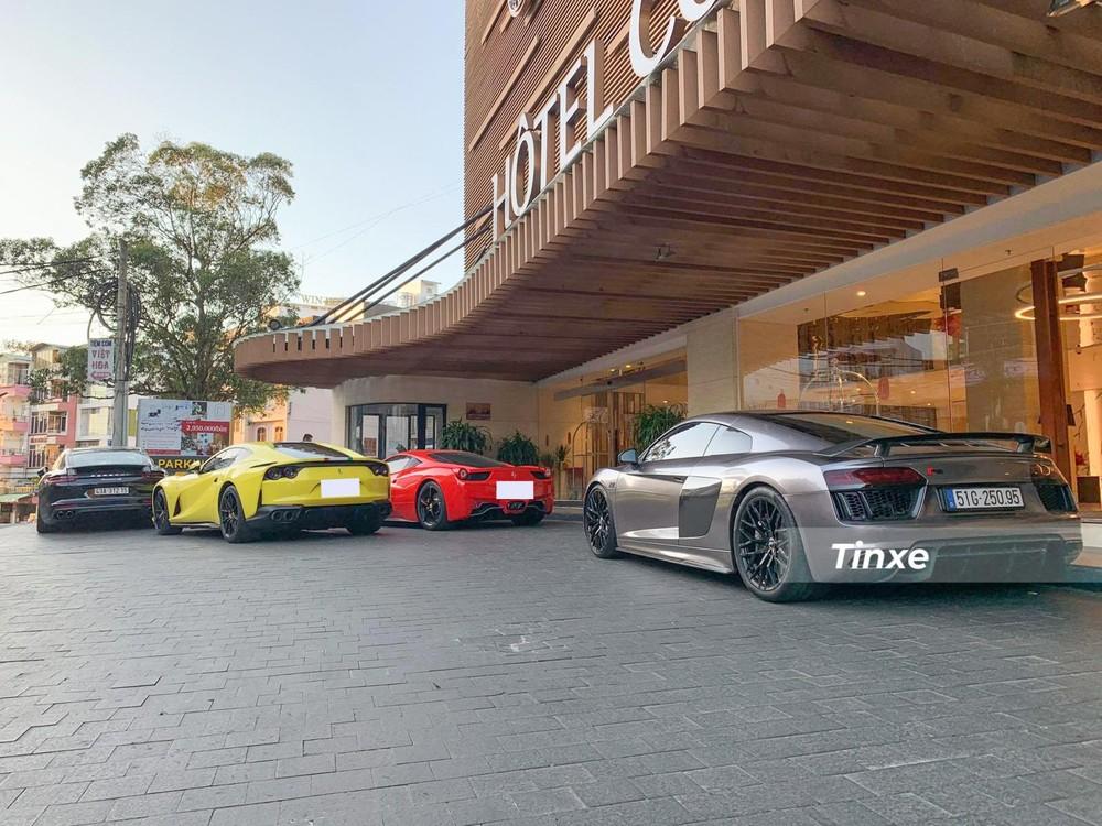 Đoàn siêu xe này ban đầu tập kết tại một khách sạn sang trọng nằm ngay trung tâm thành phố Đà lạt, sau đó, đến trưa cùng ngày, dàn siêu xe nhổ neo sang một biệt thự nằm trong hồ Tuyền Lâm để họp mặt cùng các thành viên khác sở hữu McLaren 720S Spider...