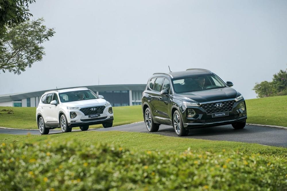 Hyundai Santa Fe dù được đại lý tung ưu đãi lớn trong tháng 2/2021 nhưng vẫn không chống lại được xu thế sụt giảm chung của toàn thị trường.
