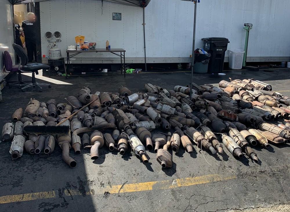 250 bộ trung hòa khí thải ô tô bị lực lượng cảnh sát bang California tịch thu
