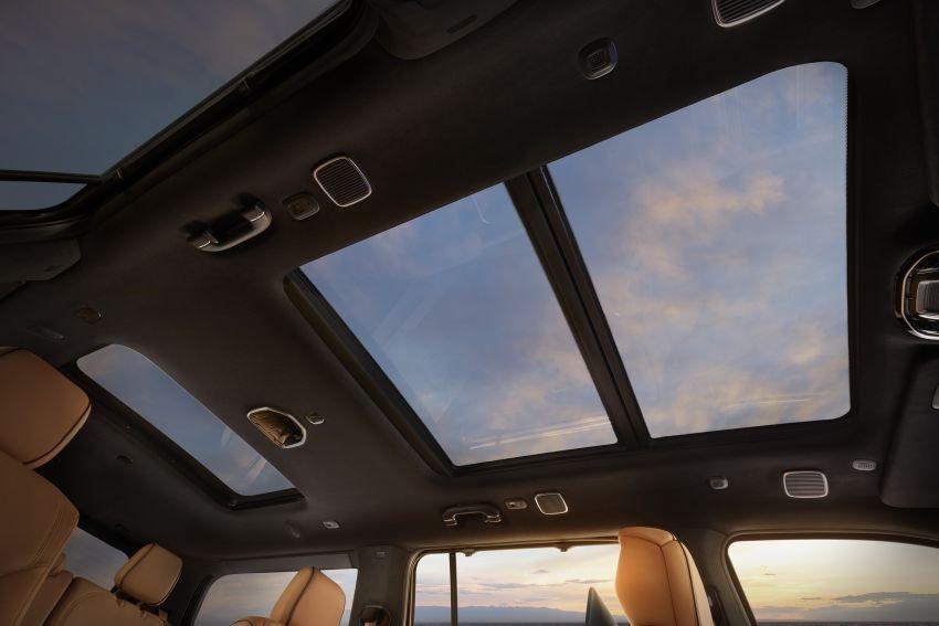 Cửa sổ trời toàn cảnh của Jeep Grand Wagoneer 2022