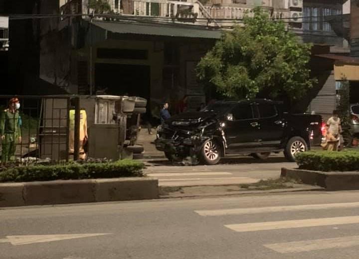 Lực lượng chức năng điều tra hiện trường vụ tai nạn