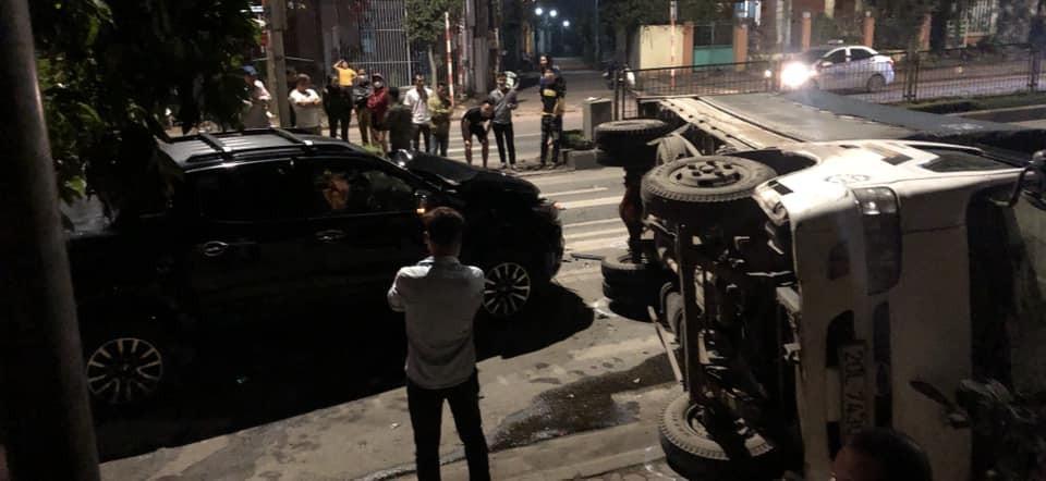 Hình ảnh hiện trường vụ tai nạn giao thông giữa xe bán tải Chevrolet Colorado và xe tải