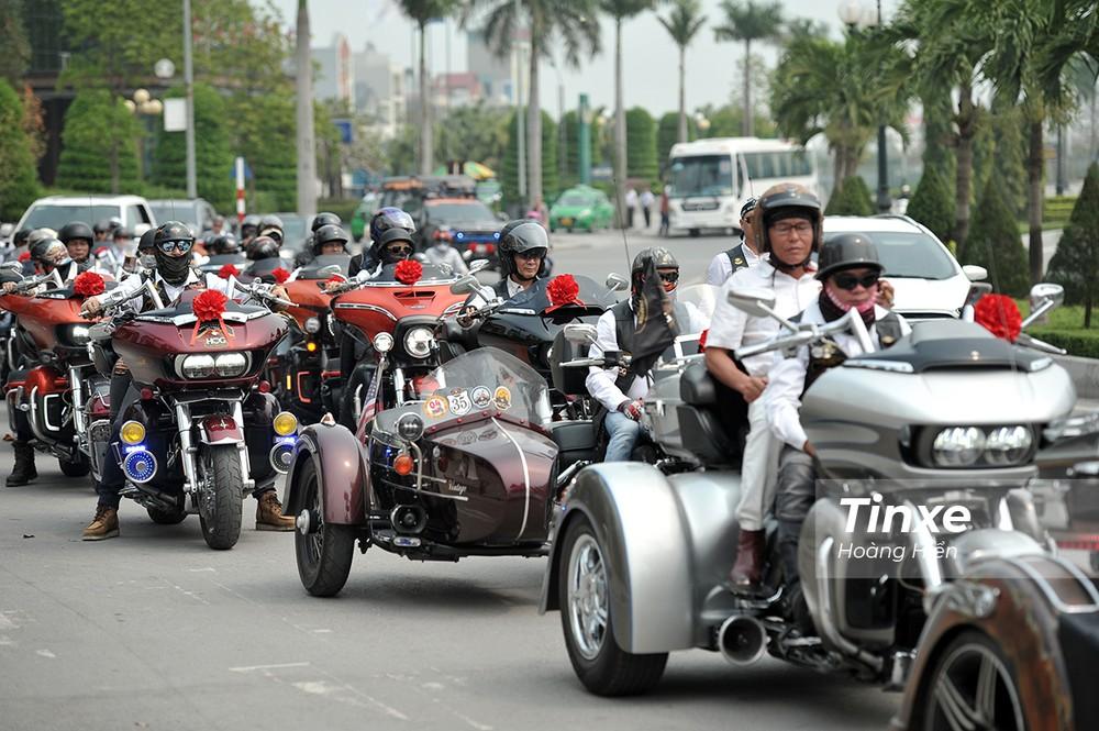 Đoàn xe Harley-Davidson đông đảo đi đón dâu tại Thanh Hoá.