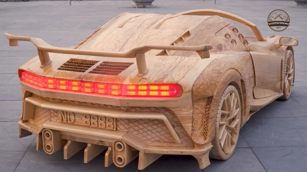 Chiếc Bugatti Centodieci có cả cánh gió đuôi cỡ lớn