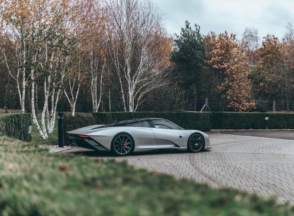 Chiếc McLaren Speedtail có màu bạc