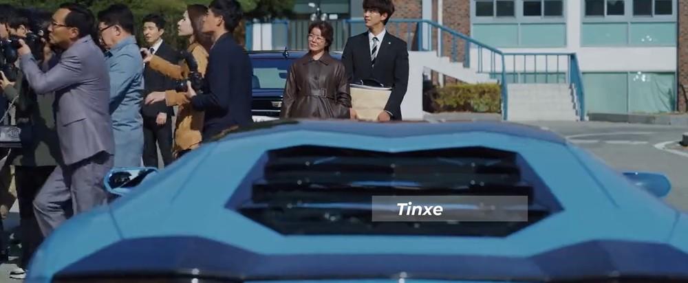 Nhưng nhanh chóng bị lu mờ khi Vincenzo Cassano và Hong Cha Young đến toà trên chiếc siêu xe Lamborghini Aventador