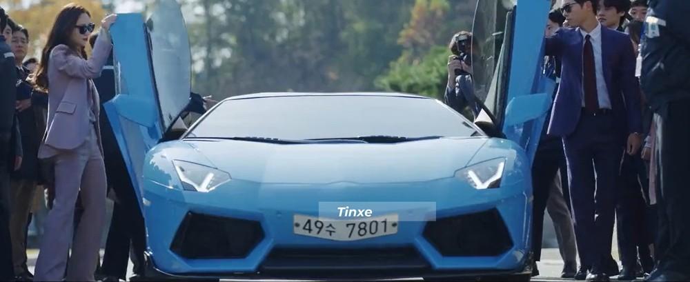 Chiếc siêu xe Lamborghini Aventador LP700-4 này còn được trang bị bộ body kit carbon đẹp mắt